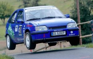 Sprunggewaltig: André und Sandro Apel bei der Rallye Scheßlitz