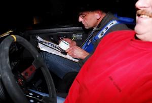 Konzentration bei Dietmar Arnold, dem Beifahrer von Udo Fischer