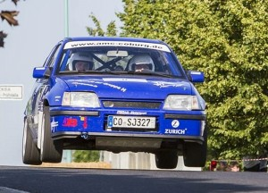 Sprangen wieder zum Klassensieg: die Neustadt b. Coburger Rallyebrüder André und Sandro Apel mit ihren Opel Kadett 16V